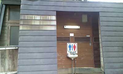 スタカ湖キャンプ場トイレ